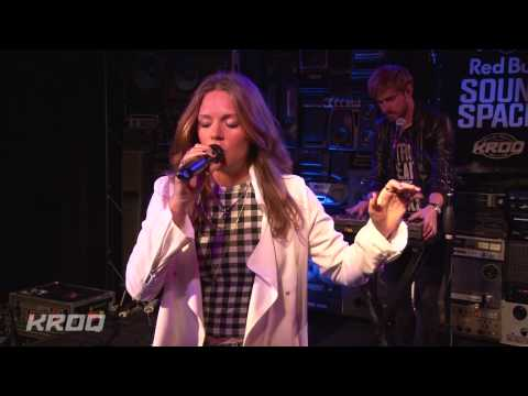 "Tove Lo -  ""Not On Drugs"" Live at KROQ"
