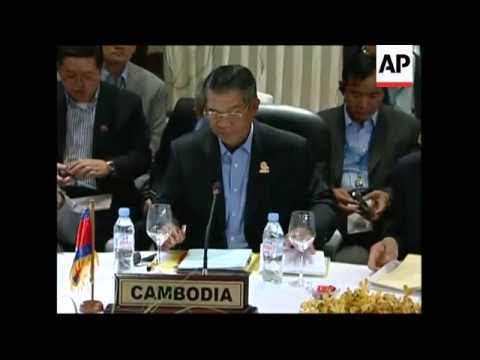Heads of State arrive; more protesters gather at ASEAN summit