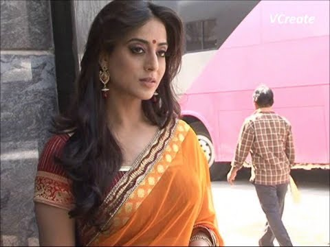 Mahie Gill Looking Gorgeous In Saree For Saheb Biwi Aur Gangster Returns. video