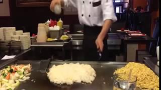 Cocinero japonés asombroso que cocina la comida impresionante || Comida japonesa