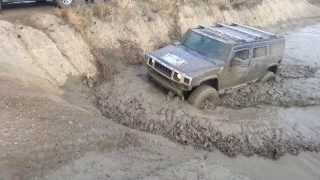 Mercedes Benz G and Hummer H2 offroading in mud