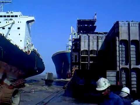 Barcos - Llega a puerto y aparca sin pensarlo mucho