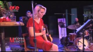Download Lagu Los Mejores Musicos Ejecutantes: Karen Souza Gratis STAFABAND