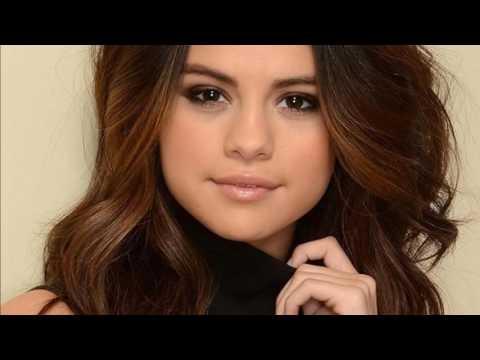 Selena Gomez es Captada Sin Ropa Interior #selena #gomez thumbnail