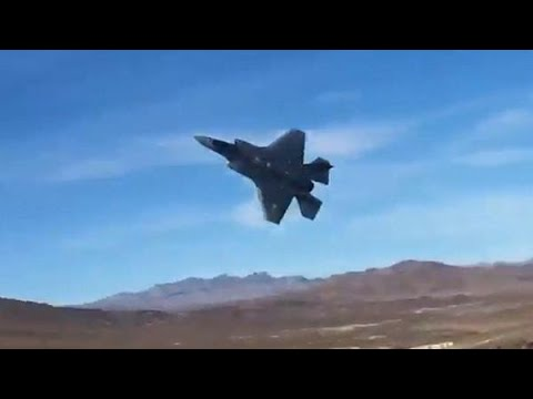ZIEN! Onze F-35-straaljagers stunten in Death Valley