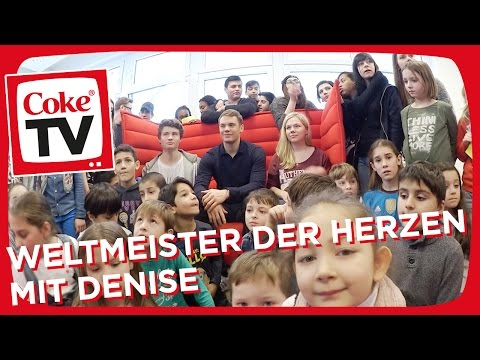 Manuel Neuer kickt mit Dner & Denise | #CokeTVMoments
