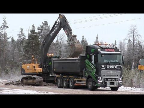 Volvo EC210C loading Volvo FH16 Gen4 750hp 8x4*4 with rock / gravel