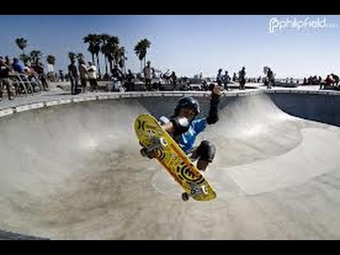 7 year old skateboarder at venice beach skatepark