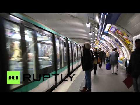France: Partial car ban as Paris chokes on smog