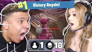 TEACHING My GIRLFRIEND How To Play FORTNITE: Battle Royale (Helping her WIN!)