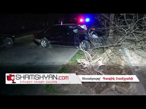 Երևանում բախվել են Nissan-ն ու Mercedes-ը. վերջինն էլ արմատախիլ է արել հաստաբուն ծառը