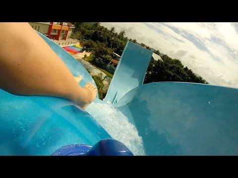 АКВАПАРК Большие горки Water Park видео Дети в аквапарке Катаемся на горках развлечения для детей