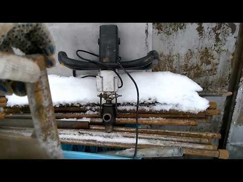 Как пробурить скважину зимой своими руками