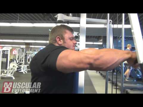 Justin Compton Trains Chest and Triceps