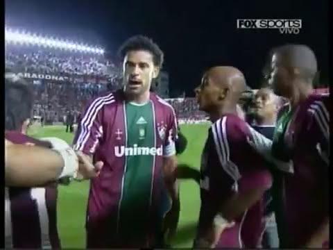 Argentinos Jrs 2 Fluminense 4  batalla campal -Copa Libertadores -a las piñas- briga 20 abril 2011.