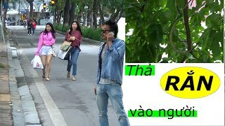 Troll thả rắn vào người phần 2 - Lưu Tuấn Anh | Hanging snake prank