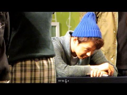 140929 JYJ 'JUST US' 용산 팬싸인회 - 여군팬에 경례 & 엎드리는 유천