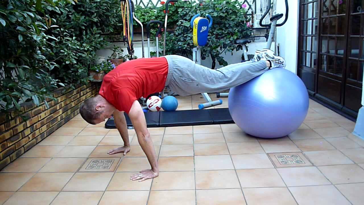Gainage des muscles abdominaux au Swiss ball | Top ...