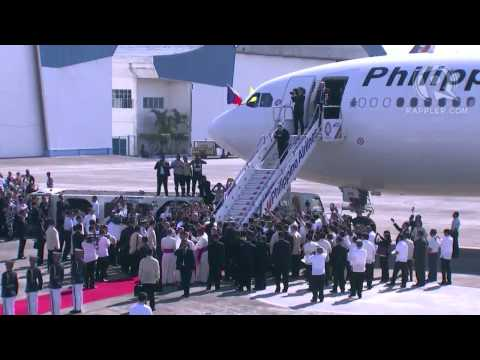 Pope Francis waves goodbye to the Philippines