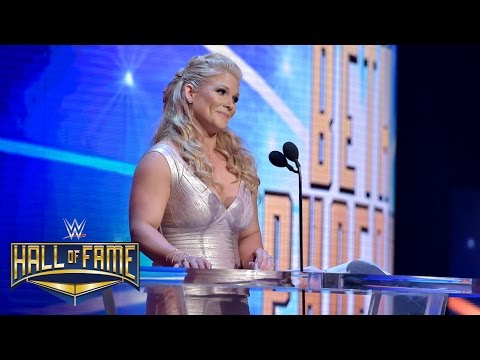 Beth Phoenix offers a Rated-R tribute to Edge: WWE Hall of Fame 2017 (WWE Network Exclusive)