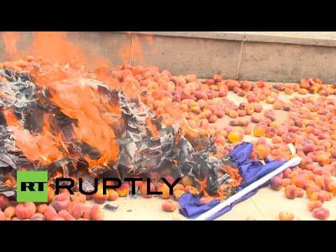 Peach Protest: Spanish farmers burn EU flag in revolt against sanctions