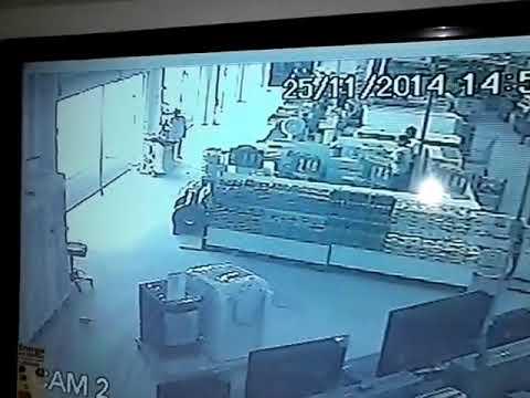 Bandidos atacam seguranças de carro-forte em Feira