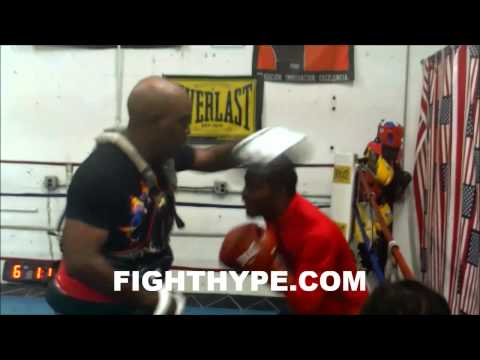 MIKE REED HITS THE MITTS DURING TRAINING