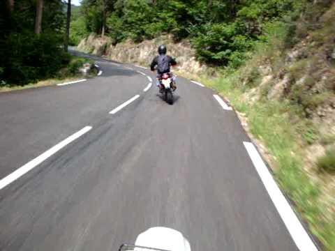 Honda NX 650 Dominator vs Honda XR 600 monobike Video