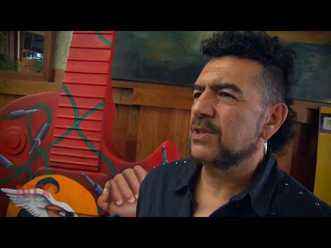 """Sergio Arau plasma afición a lucha libre en guitarra del """"Guitar Town"""""""