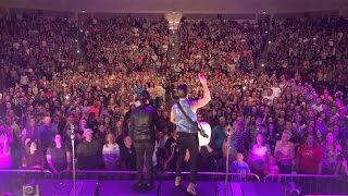 Download Lagu Dan + Shay - How Not To (Crowd Singing in Cedar City, UT) Gratis STAFABAND
