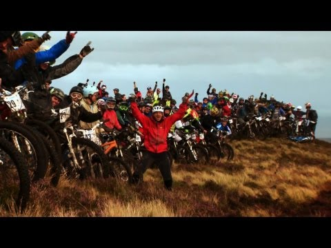Gee Atherton vs 400 mountain bikers - Red Bull Foxhunt - Downhill MTB race