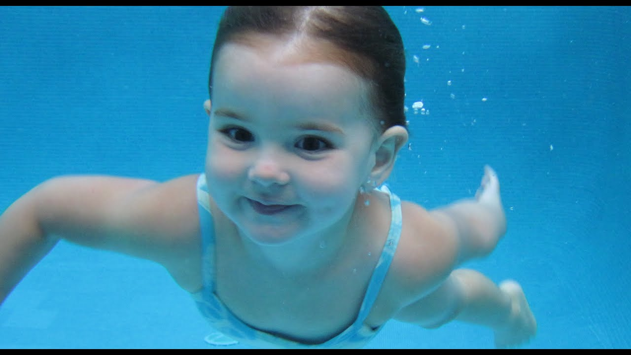 Baby girl diving to 9 ft deep alone youngest swimmer for Cute pool pictures