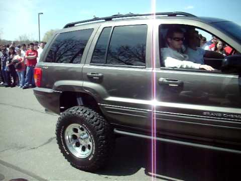 Lifted Jeep Grand Cherokee >> sick jeep grand cherokee reving at a rev competition - YouTube