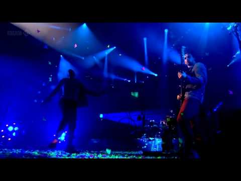 Coldplay (HD) - In My Place (Glastonbury 2011)