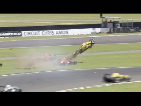 Leitch Huge Crash Race 1 | TRS - Manfeild 2017