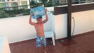 Sigge O Spränger en vattenflaska
