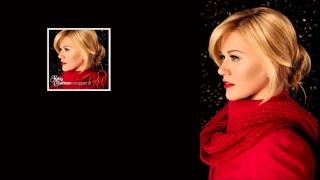 Watch Kelly Clarkson Wrapped In Red video