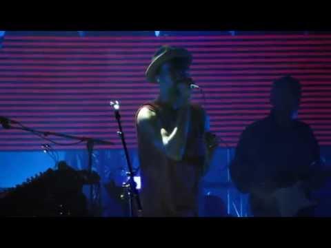 Massive Attack w/ Tunde Adebimpe - Pray for Rain ( live debut ) - @ The Greek Theatre 10-16-14 in HD