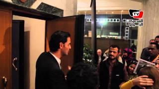 خالد أبو النجا يشارك في دخول الجماهير للقاعات بـ«القاهرة السينمائي»