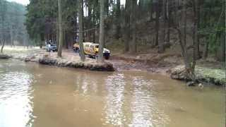 Mercedes Unimog and Hummer H2 and Nissan Teráno swimming
