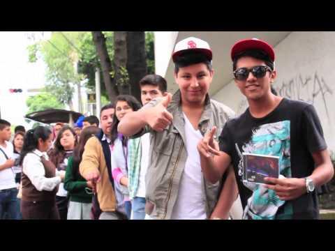 MC-Davo en firma de autógrafos - Mixup Universidad