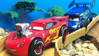 CAMPEONATO DE CARRERAS DISNEY PIXAR CARS - VEHICULOS DE COLLECCION RAYO MCQUEEN RAMONE SHERIFF