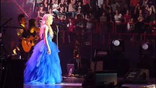 WOW ! Shakira LIVE Paris Bercy  Je l'aime à mourir Cabrel (french / spanish version)