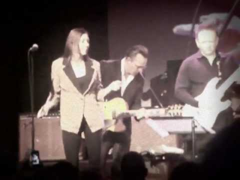 Jimmie Vaughan&Lou Ann Barton - Scratch My Back - Burnley Blues 2012
