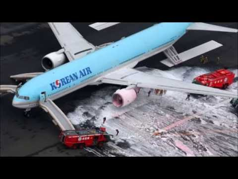 Breaking News Smoke causes #KoreanAir evacuation at Haneda
