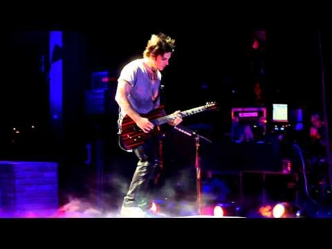 Avenged Sevenfold - So Far Away - Synyster Gates Solo - LIVE - UPROAR FEST Birmingham AL 9/3/10