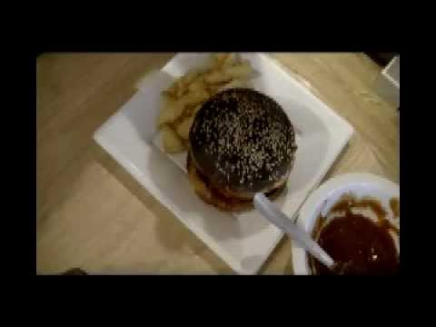 Pork BBQ Burger The Punkrock-Kitchen (even Punks have a good taste)