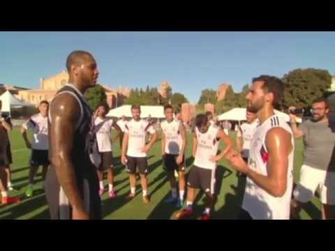 Carmelo Anthony plays Fùtbol with Real Madrid