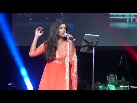 Nagada Sang Dhol Song Shreya Ghoshal Live Manchester O2 Apollo Live May 2014 video