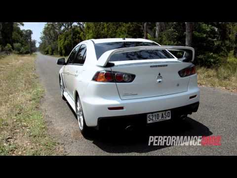 2013 Mitsubishi Lancer Evolution X engine sound and 0-100km/h